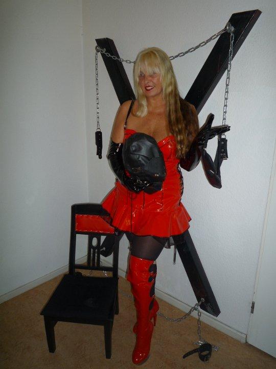 sex im catsuit feminisierung in berlin